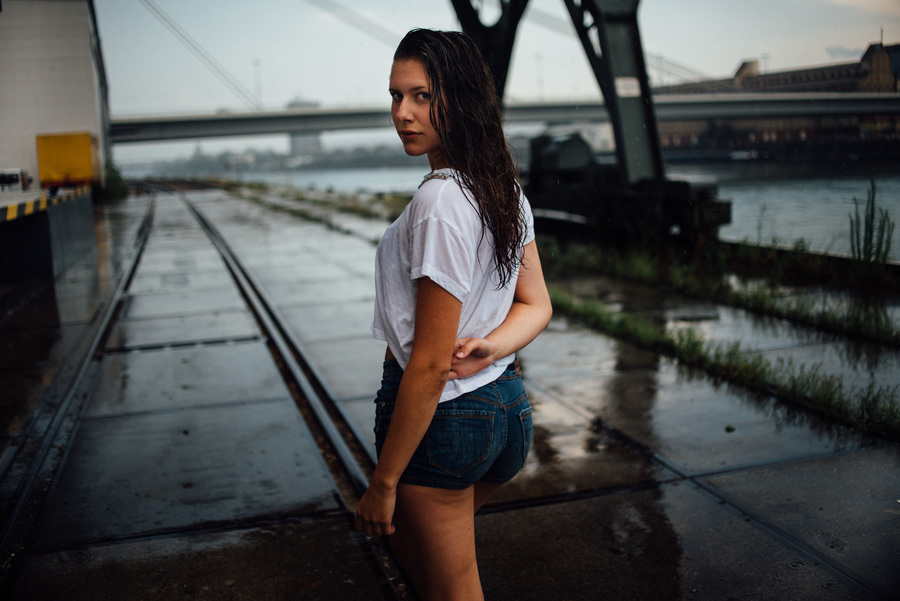 Lifestyle Portraits with Christina at the harbour